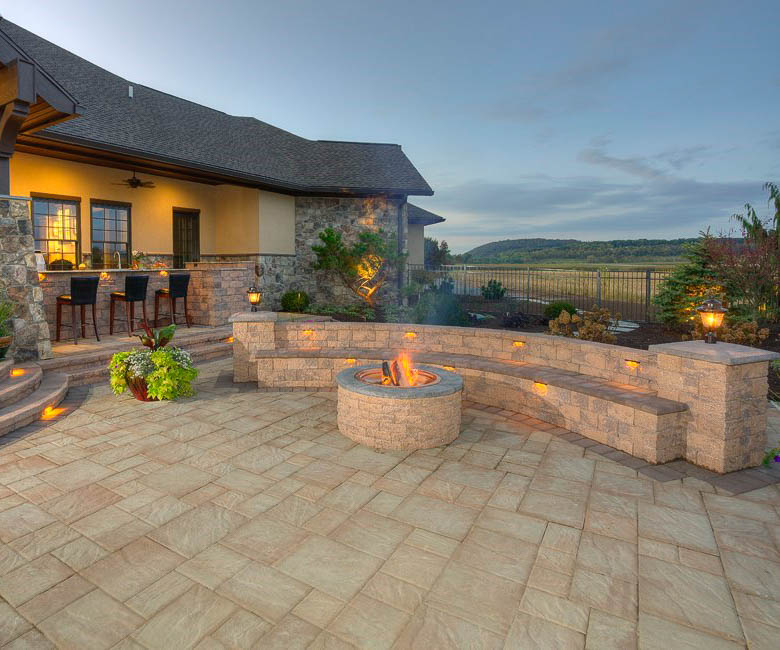 ep henry bristol stone pavers in avalon blend and coventry wall and firepit