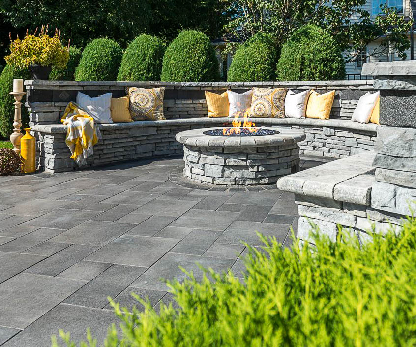 ... Unilock Umbriano Pavers In Midnight Sky With Rivercrest Coastal Slate Stone  For Natural Bench And Wall ...