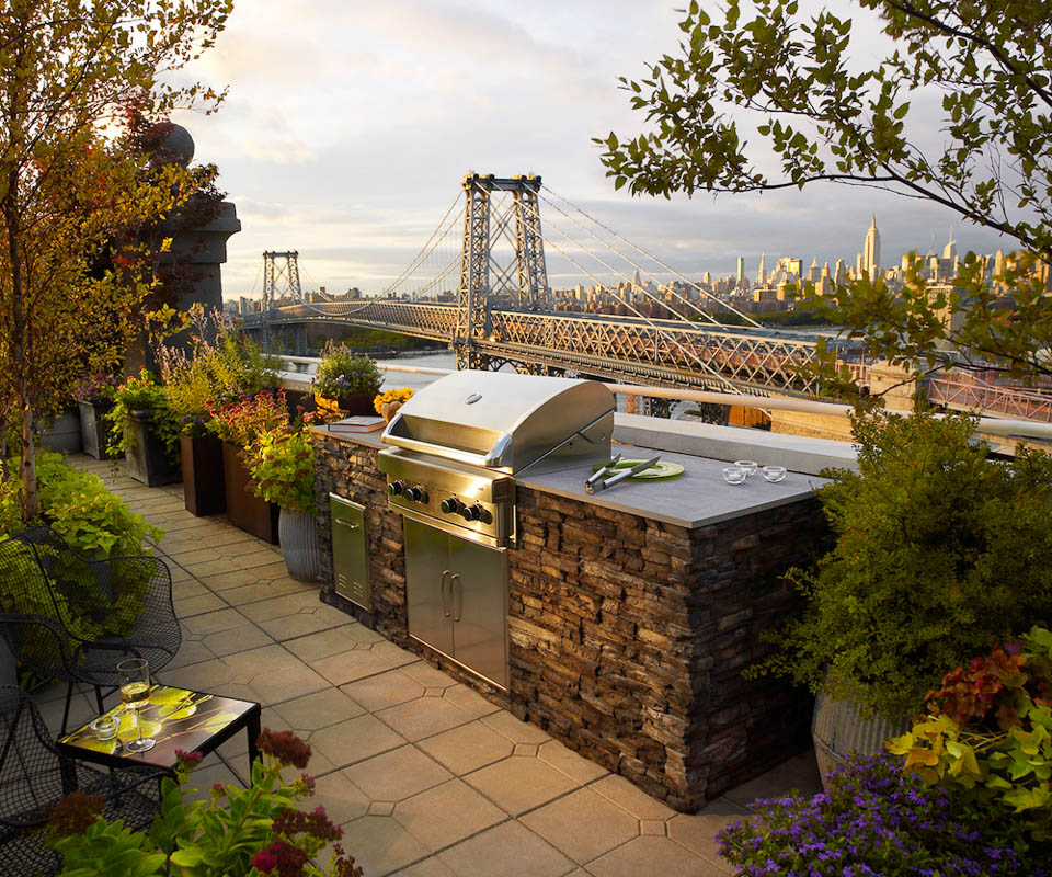 eldorado outdoor kitchen overlooking brooklyn bridge and manhattan skyline