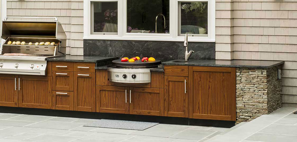 danver outdoor kitchen in woodgrain finish with evo round outdoor cooktop and outdoor sink