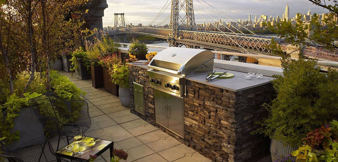 eldorado outdoor kitchen with eldorado stone veneer with manhattan skyline and the williamsburg bridge in the background