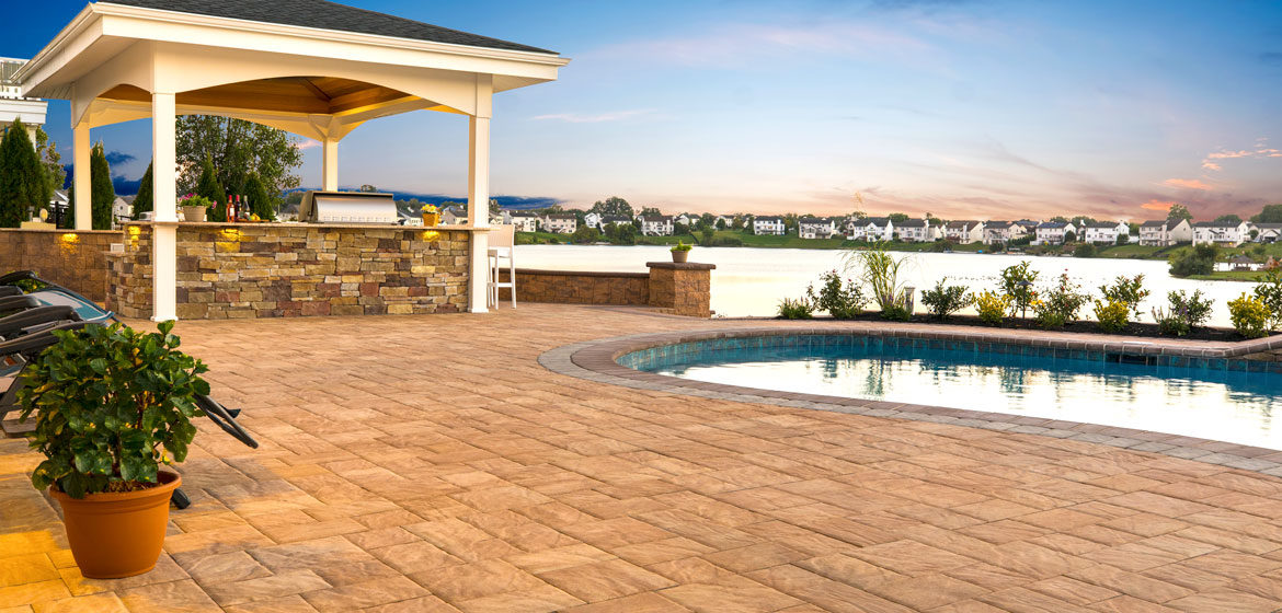 ep henry bristol stone phoenix concrete paver pool deck with outdoor kitchen in cast veneer stone ledgestone breckenridge with pergola