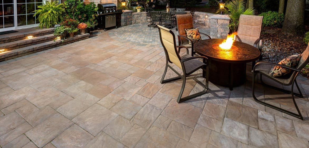 ep henry bristol stone harvest blend concrete paver patio with fire table and aluminum sling dining chairs
