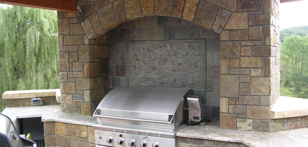 rolling rock building stone russet brown natural thin stone veneer outdoor kitchen with built in grill
