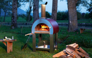 ALFA 5 Minuti pizza oven in backyard